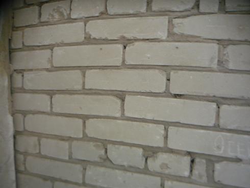 Очищенная кирпичная стена