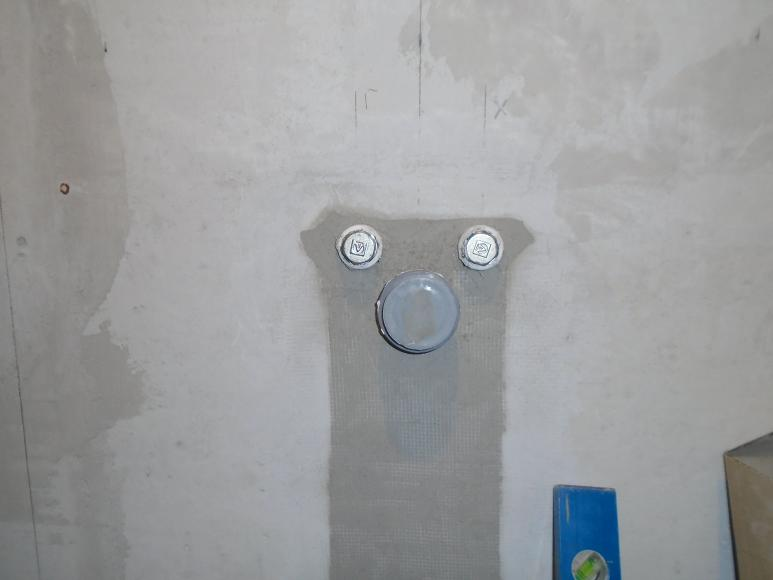 Вывод водопровода и канализации из стены для умывальника