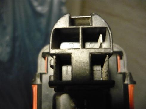 Полярность подключения на батарее шуруповерта