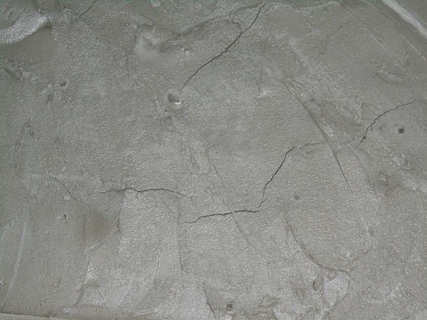Трещины на цементно-песчаном растворе